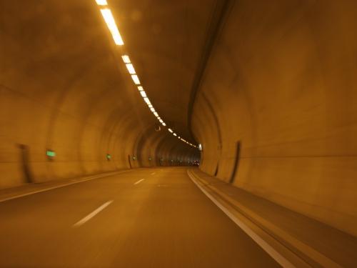 steinbetiontunnel.jpg