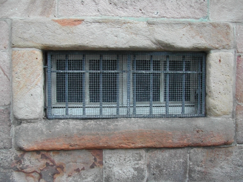 steingitterfenster.jpg