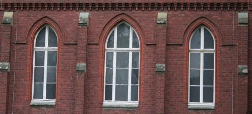 steinfensterfront.jpg