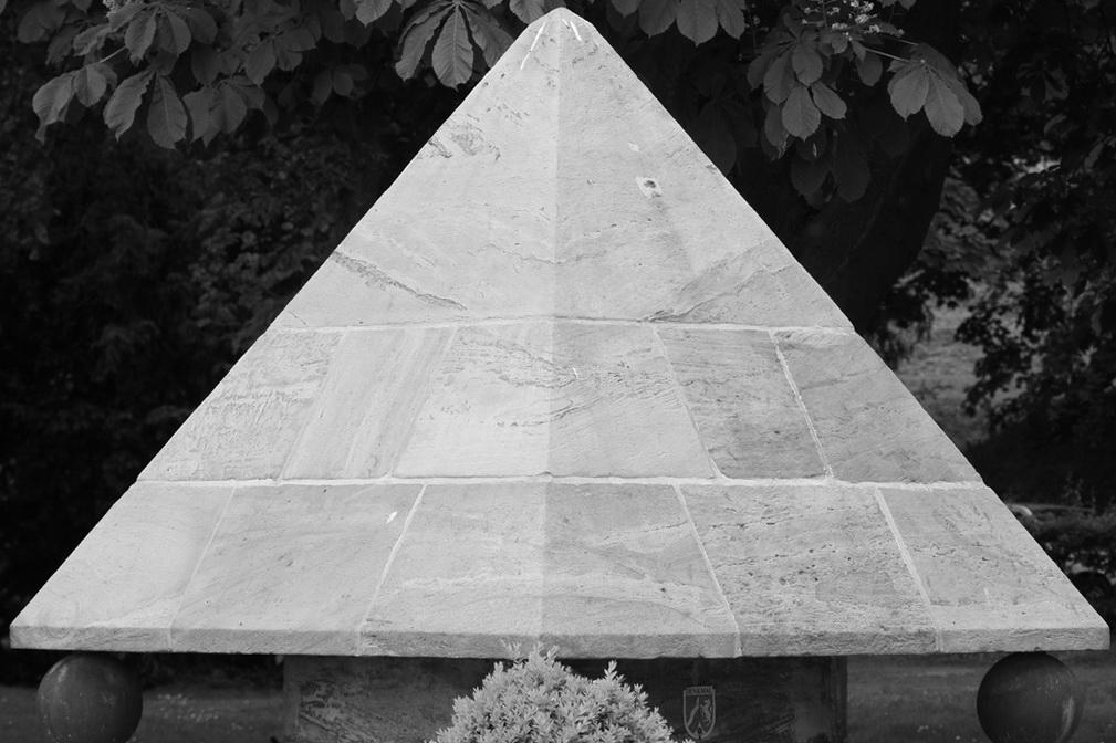 Stein-Pyramide