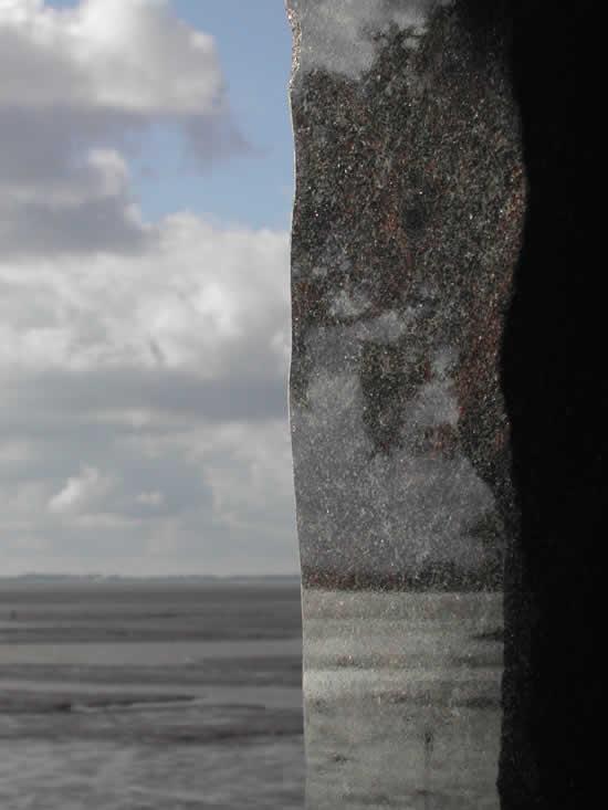 Durch den Stein geschaut